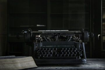 oude typmachine op kantoor van Melvin Meijer