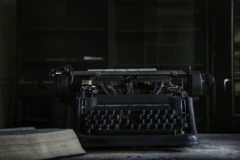 oude typmachine op kantoor von Melvin Meijer