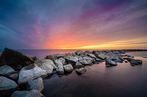 Indrukwekkende zonsondergang boven het IJsselmeer