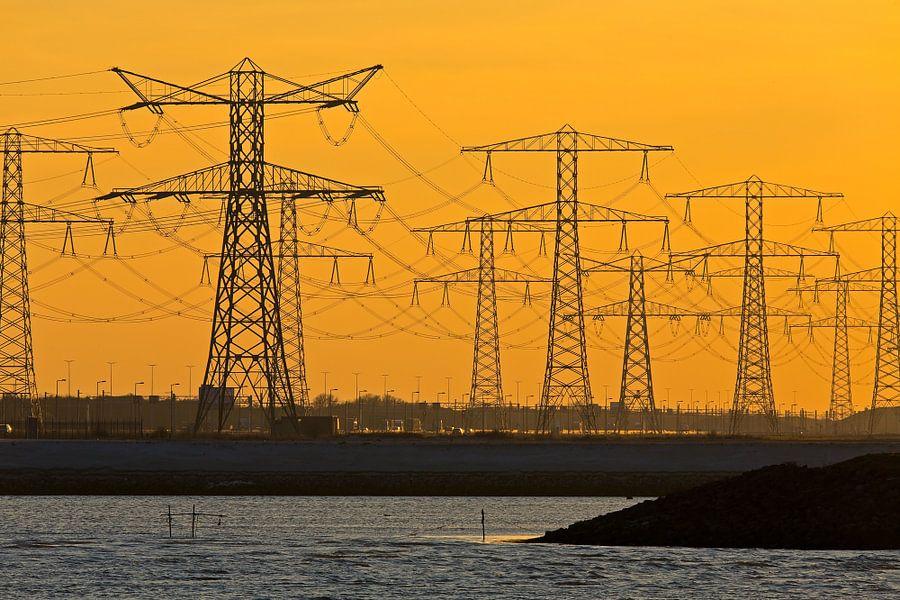 Elektriciteitsmasten te Rotterdam van Anton de Zeeuw