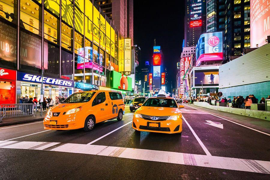 Times Square bij Avond van Frenk Volt