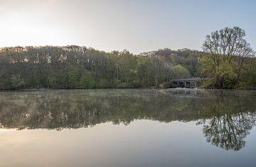 Sonnenaufgang an einem schönen Frühlingsmorgen im Cranenweyrer von John van de Gazelle