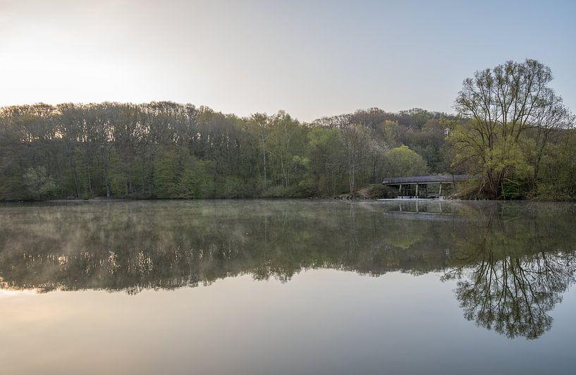 Zonsopkomst op een mooie lente ochtend in de Cranenweyrer van John van de Gazelle
