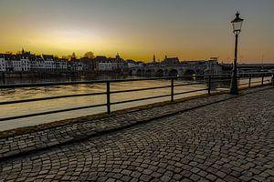 skyline van Maastricht tijdens zonsondergang van Kim Willems
