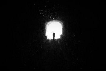 Licht am Ende des Tunnels von Marije Zwart