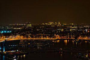 Het Oosterdok in Amsterdam bij avond. van Don Fonzarelli