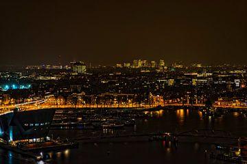 Het Oosterdok in Amsterdam bij avond. von Don Fonzarelli