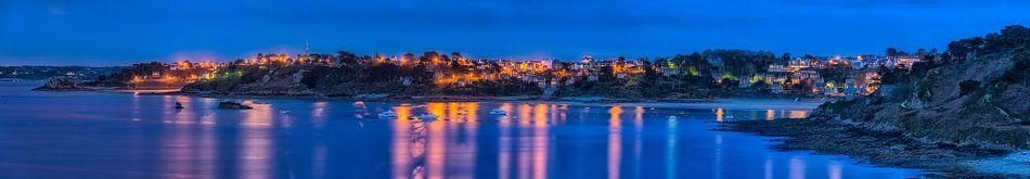 Blauwe uur bij Perros Guirec (Bretagne, Frankrijk)