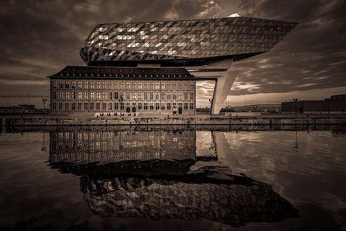 Das Antwerpener Hafengebäude von Karl Smits
