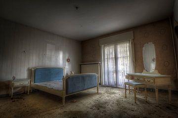 Schlafzimmer in einer verlassenen Villa von
