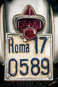 Roma: Vintage Vespa   van
