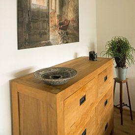Klantfoto: Verlaten plaats - rode fauteuil van Carina Buchspies, op canvas