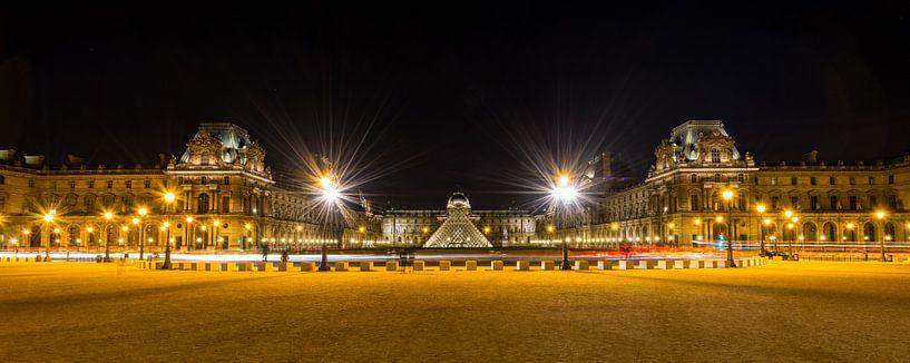 Museum Louvre bij avond - Parijs - 3 van Damien Franscoise