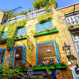 Een kleurrijk en botanisch café bij Neals Yard in Londen   Straatfotografie van Diana van Neck Photography