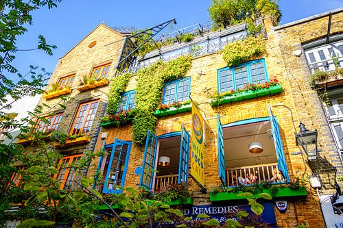 Een kleurrijk en botanisch café bij Neals Yard in Londen   Straatfotografie
