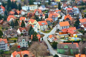 Luchtfoto van het romantische middeleeuwse stadje Wernigerode in het Harzgebergte in Duitsland van Heiko Kueverling