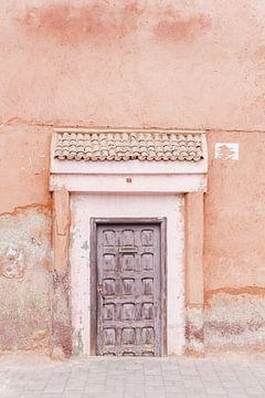 Alte Tür in Marrakesch von Leonie Zaytoune