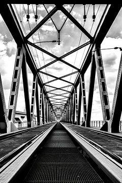 Zwischen den Schienen von Leon Okkenburg