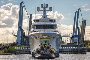 Jacht Aquarius bij de Julianasluis in Gouda van Rinus Lasschuyt Fotografie