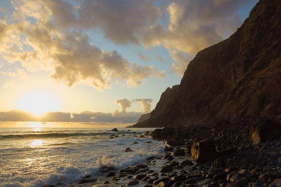 Zonsondergang in Madeira van Michel van Kooten
