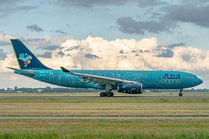Net geland op de Polderbaan: fraai gekleurde Airbus A330-200 van de Braziliaanse maatschappij Azul.