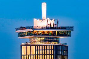 Kroon A'DAM toren tijdens zonsondergang van