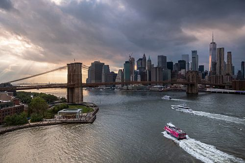 East River mit der Brooklyn Bridge van Kurt Krause