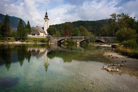 Kerk aan het Meer van Bohinj in Slovenië