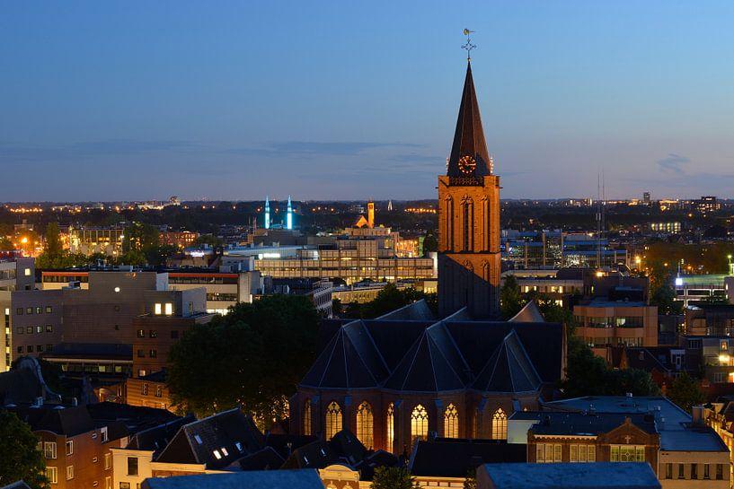 Stadsgezicht Utrecht met Jacobikerk van Donker Utrecht