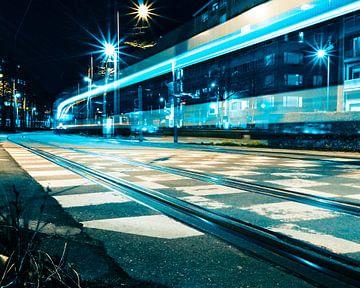 Tram bij nacht - Antwerpen van Perry Dolmans