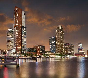 Le paysage urbain de Kop van Zuid Rotterdam avec un coucher de soleil étonnant sur Tony Vingerhoets