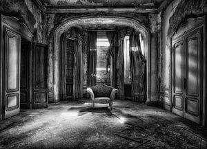 Throne 4