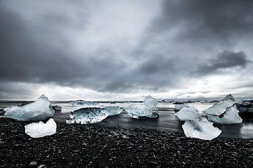 Diamond Beach IJsland vlakbij Jökulsárlón van Kim van Dijk