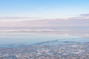 IJs op het IJsselmeer bij Hindeloopen van Margreet Riedstra