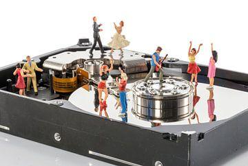 dansfeest in een harddisk von Compuinfoto .