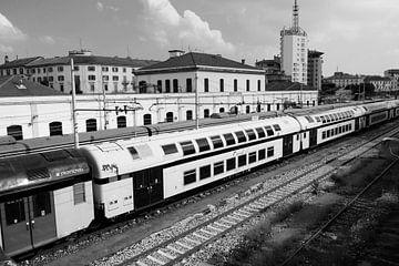 Een treinstation in Milaan. van Maren Oude Essink