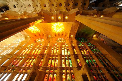 De Sagrada Familia in Barcelona (4) van Merijn van der Vliet