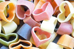 Gekleurde hartjesvormige pasta van