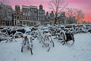 Winter in Amsterdam bij zonsondergang