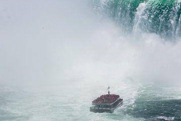 Hornblower-rondvaartboot bij de Niagara watervallen von Stephan Neven