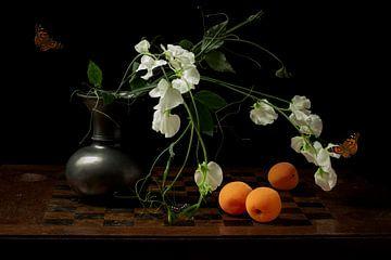 "Stilleven ""Lathyrus en abrikoos"" van Willy Sengers"