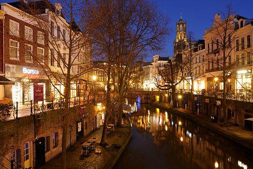 Oudegracht in Utrecht tussen Bakkerbrug en Bezembrug van Donker Utrecht
