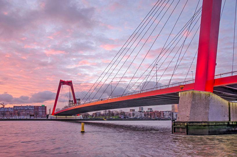 Willemsbrug bij zonsopkomst van Frans Blok