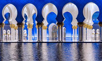 Arches bleues et blanches à la mosquée Sheikh Zayed d'Abu Dhabi sur Rene Siebring