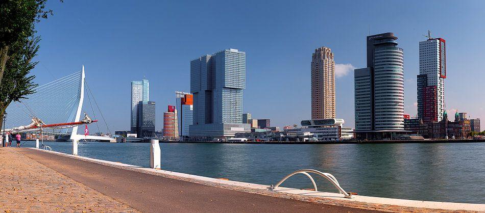 """Rotterdam skyline panorama aan de Maas zicht op """"Kop van Zuid"""""""