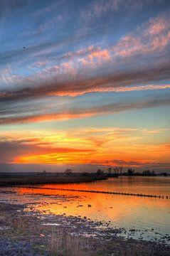 Zonsondergang Palendijk Eemmeer bij Spakenburg van Watze D. de Haan