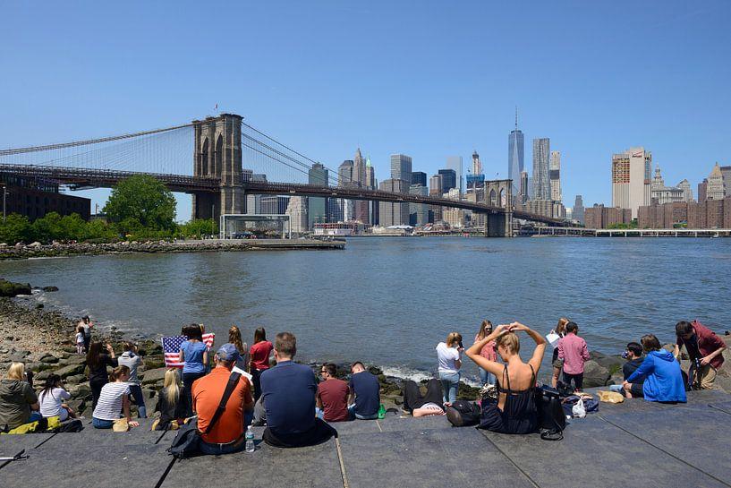 Brooklyn Bridge in New York gezien vanaf Brooklyn Bridge Park van Merijn van der Vliet
