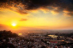 Antananarivo zonsondergang over de stad van