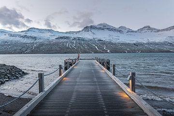 Quay into Fáskrúðsfjörður van Andreas Jansen