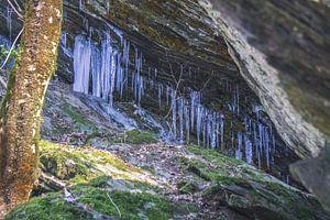 IJspegels tijdens hele koude winter dag